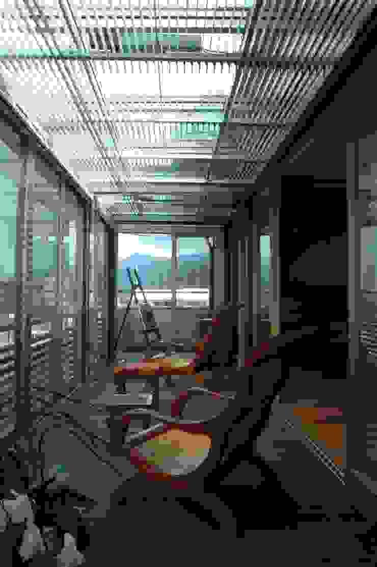 縁側 オリジナルデザインの テラス の ばん設計小材事務所 オリジナル