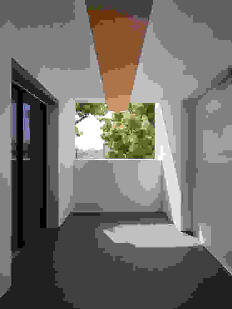 M-B.L.D「曲線と直線の家」: Architect Show Co.,Ltdが手掛けた現代のです。,モダン