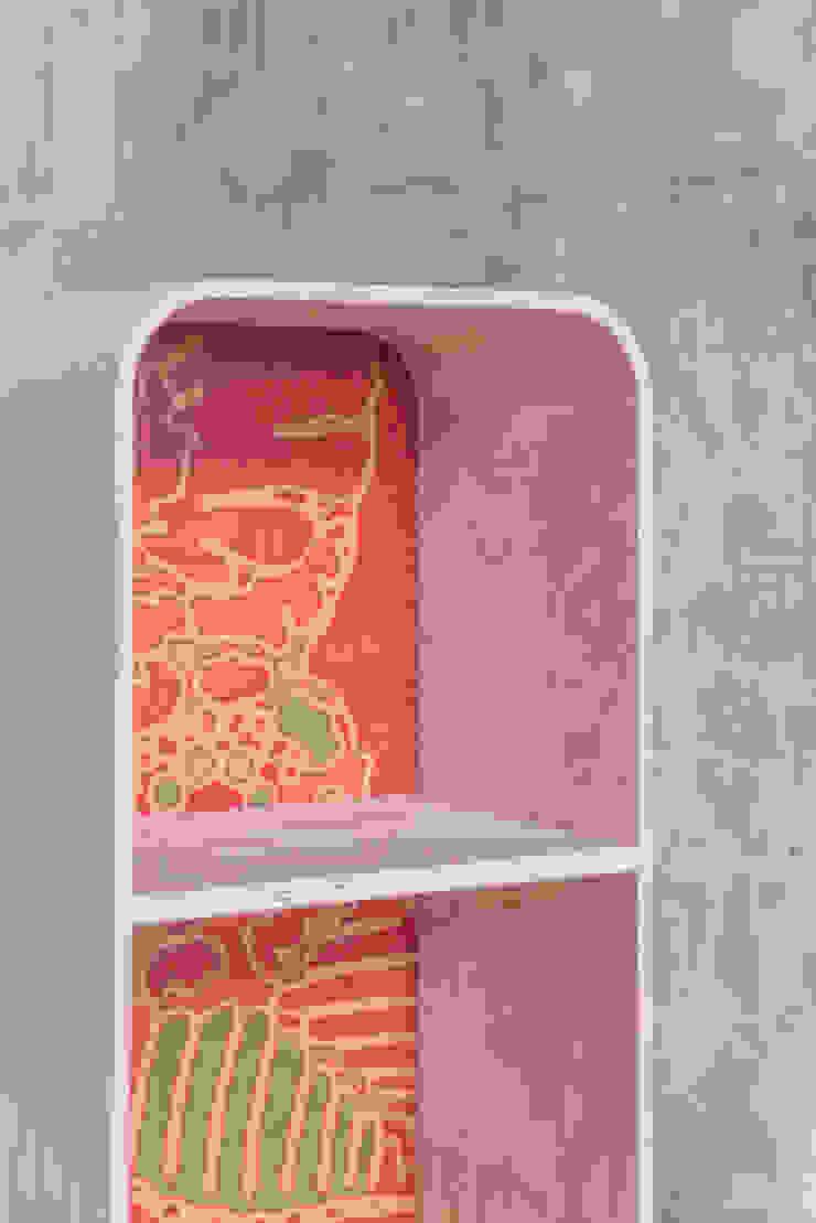 tonton grasshopper rosa: modern  door eva craenhals, Modern