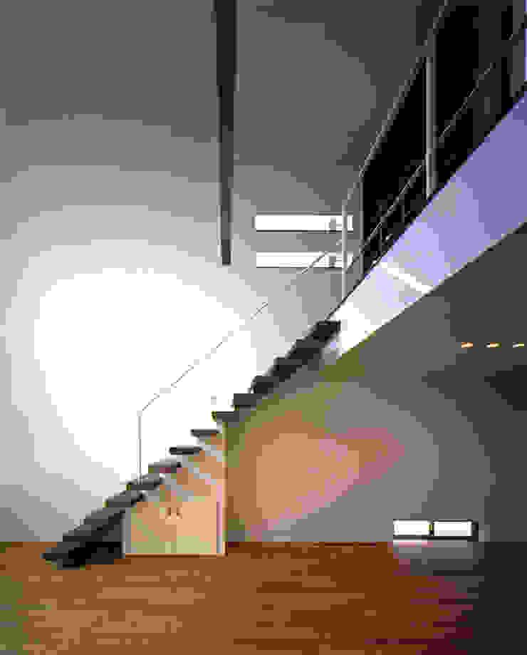 N2-house 「切抜かれた家」: Architect Show Co.,Ltdが手掛けた現代のです。,モダン