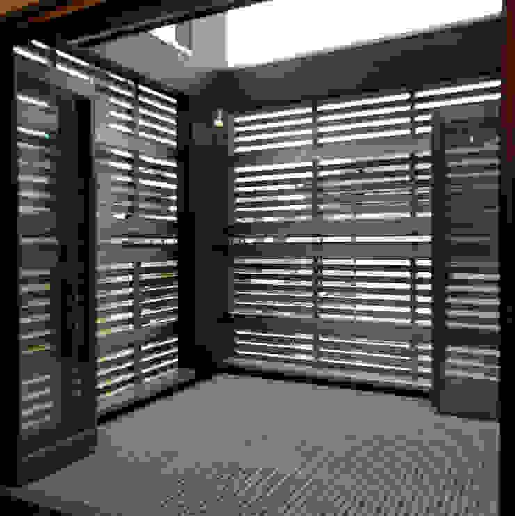 テラス モダンデザインの テラス の 石井設計事務所/Ishii Design Office モダン アルミニウム/亜鉛