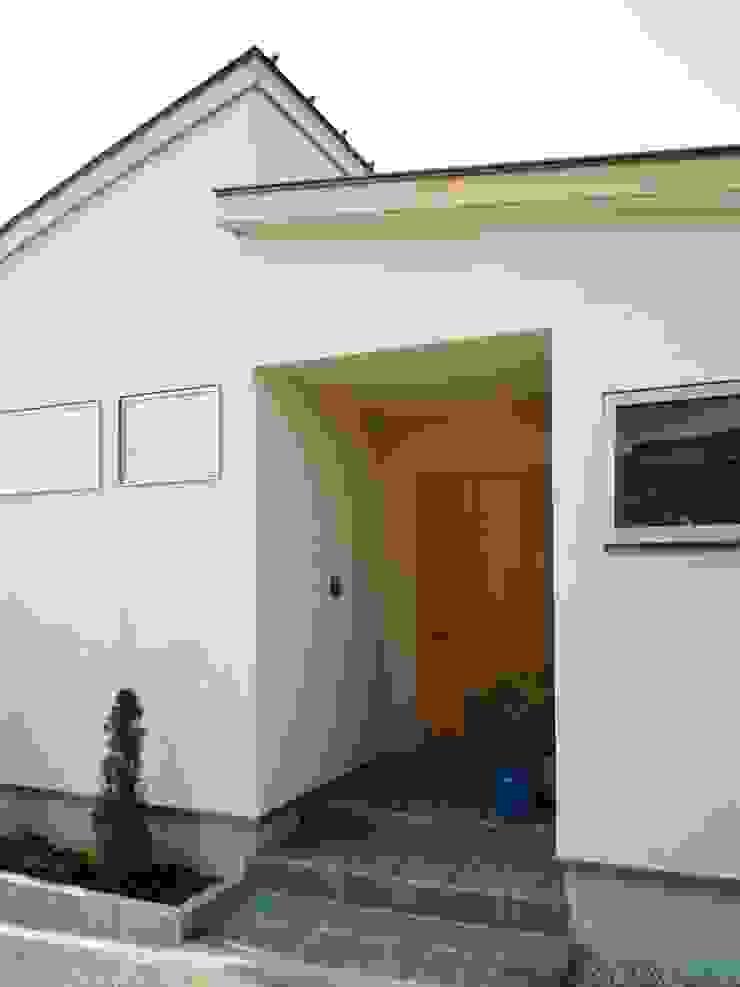 エントランス の 石井設計事務所/Ishii Design Office 和風 木 木目調