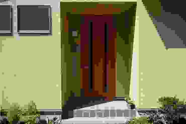 石井設計事務所/Ishii Design Office Dom z drewna Drewno Beżowy