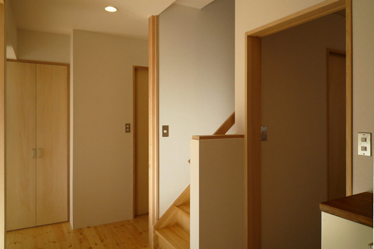 石井設計事務所/Ishii Design Office Hành lang, sảnh & cầu thang phong cách châu Á Gỗ White