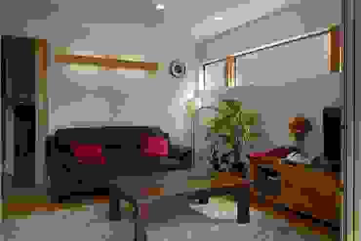 石井設計事務所/Ishii Design Office Phòng khách phong cách châu Á Gỗ White