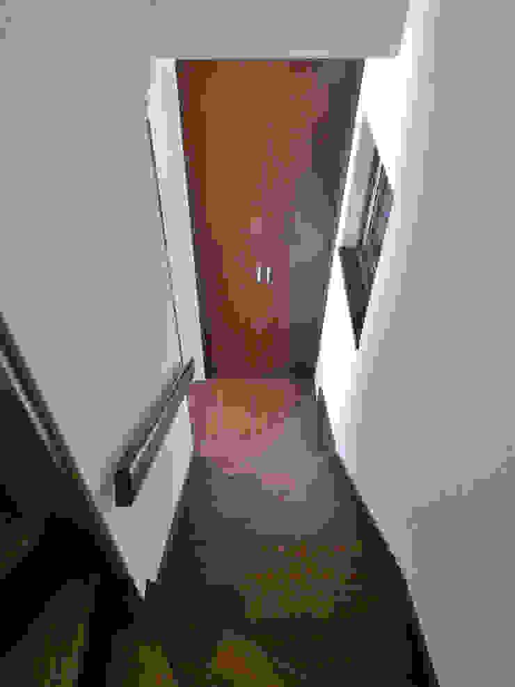 階段室 モダンスタイルの 玄関&廊下&階段 の 石井設計事務所/Ishii Design Office モダン 木 木目調