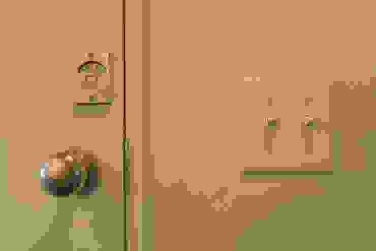 表示錠 ドアノブ スイッチ: 株式会社SHOEIが手掛けた洗面所&風呂&トイレです。