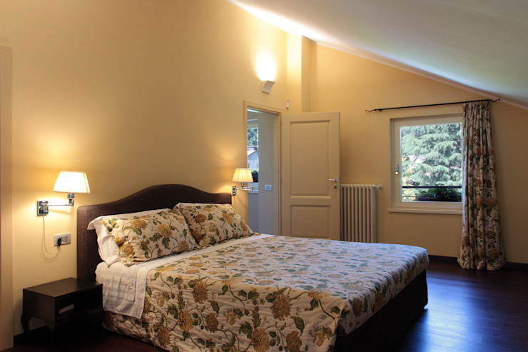 camera da letto Camera da letto in stile classico di Gaia Brunello | in-photo Classico