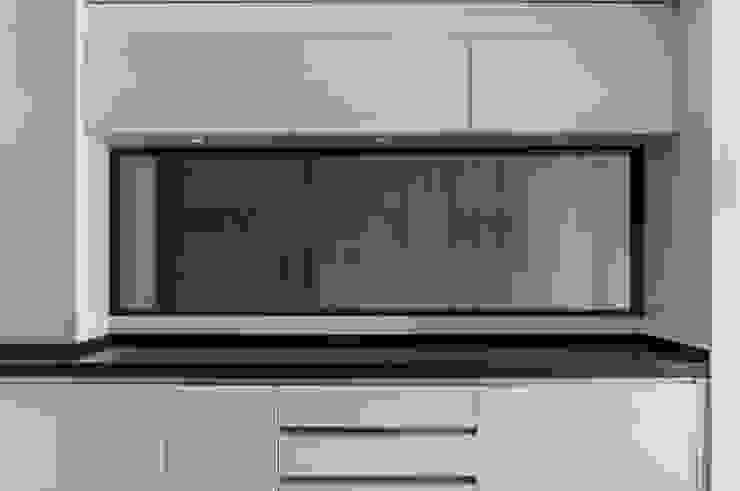 VIVIENDA A-MOR-I-SART Cocinas de estilo moderno de estudio551 Moderno