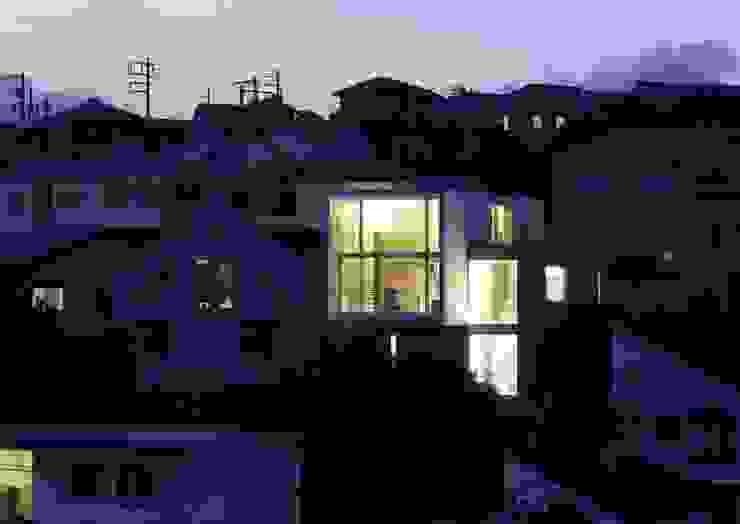 夕景: オザワデザイン一級建築士事務所が手掛けたミニマリストです。,ミニマル
