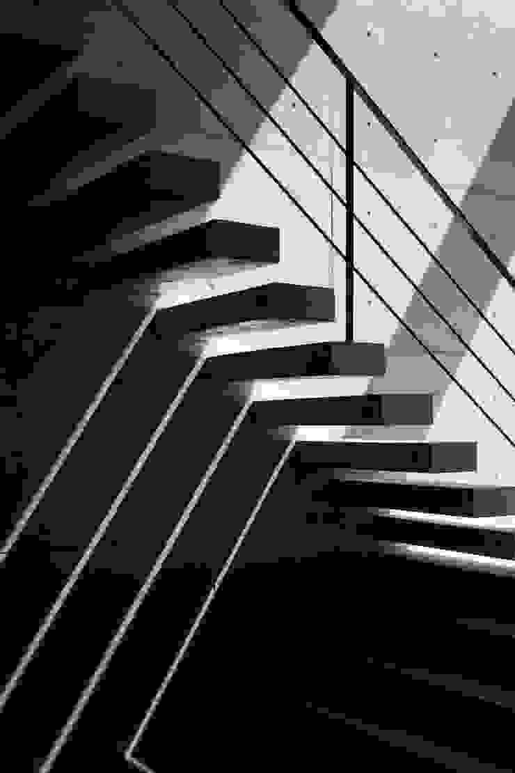 B1F(2): オザワデザイン一級建築士事務所が手掛けたミニマリストです。,ミニマル