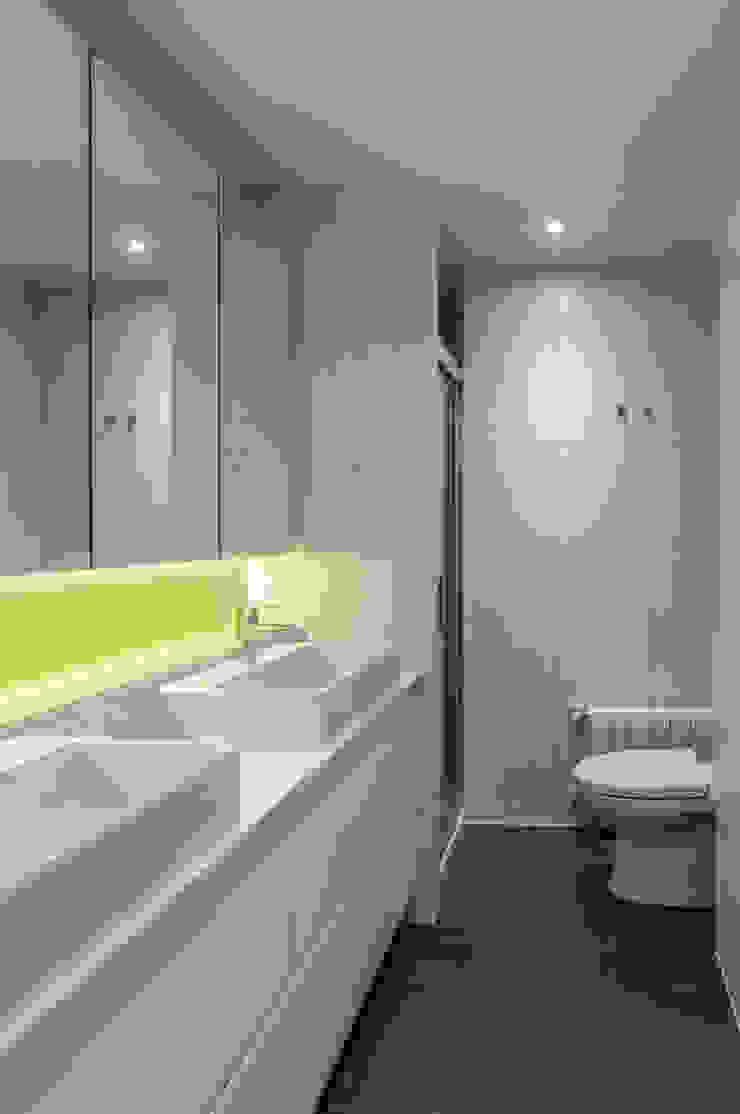 VIVIENDA A-MOR-I-SART Baños de estilo moderno de estudio551 Moderno