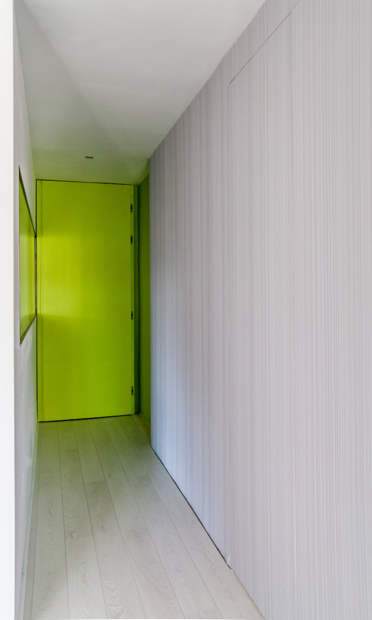 VIVIENDA A-MOR-I-SART Pasillos, vestíbulos y escaleras de estilo moderno de estudio551 Moderno