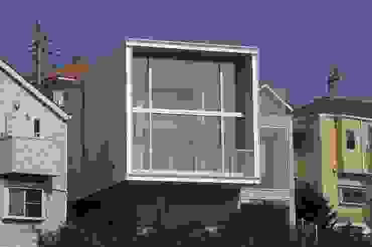 南側外観: オザワデザイン一級建築士事務所が手掛けたミニマリストです。,ミニマル