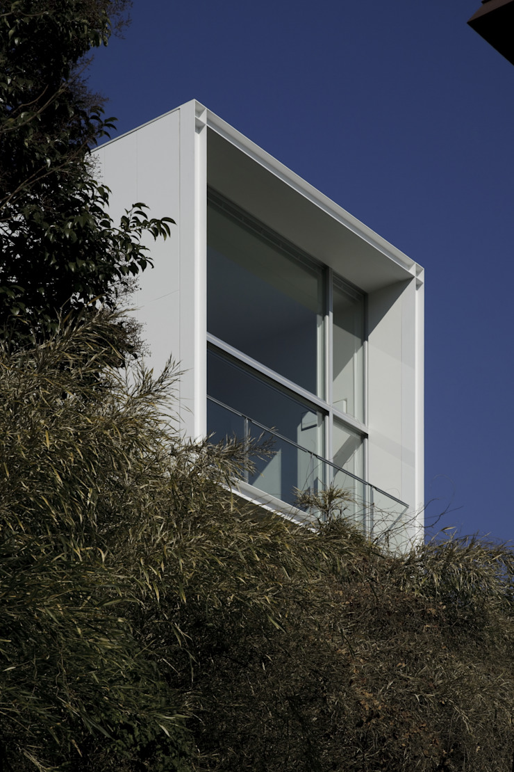 南側開口: オザワデザイン一級建築士事務所が手掛けたミニマリストです。,ミニマル