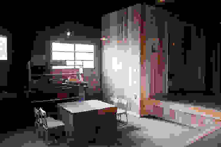 森の家 土間の片隅 クラシカルな 壁&床 の 井上貴詞建築設計事務所 クラシック