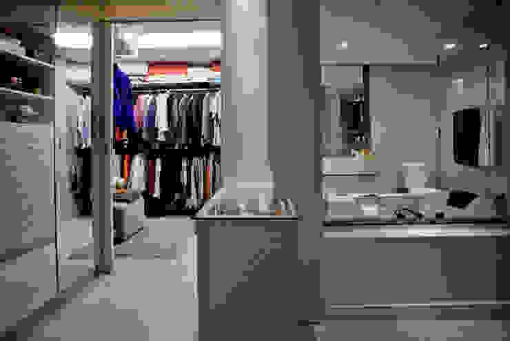 Apartamento E&E.S - Closet/Banheiro Closets por Kali Arquitetura Moderno