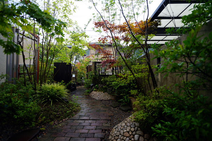 Eclectic style gardens by にわいろSTYLE Eclectic