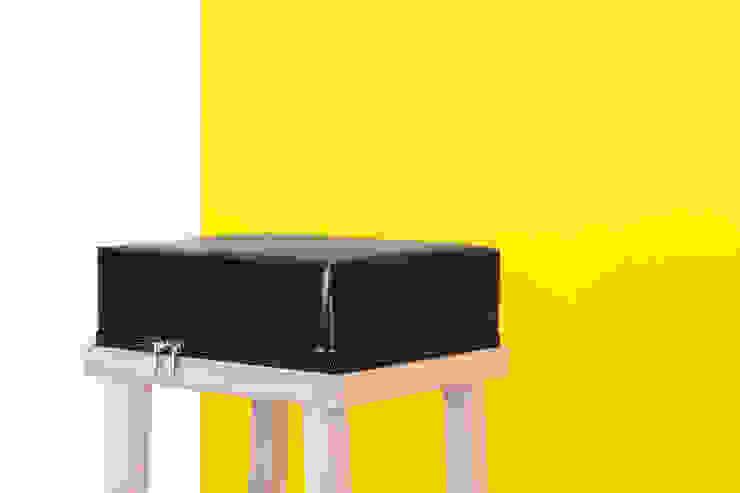 Bar Stool: modern  door Visser en Meijwaard, Modern