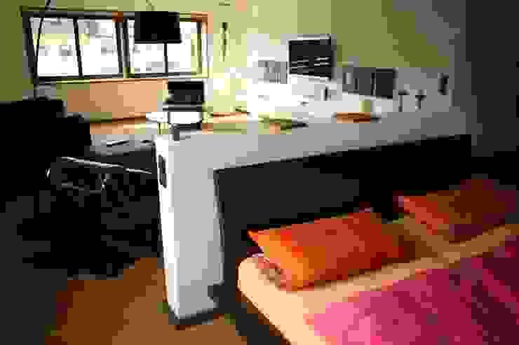 モダンスタイルの寝室 の Architekturbüro Kirchmair + Meierhofer モダン