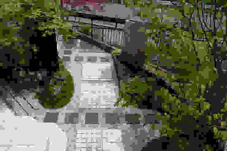 裏表つながるモノトーンな庭 2010~ にわいろSTYLE オリジナルな 庭