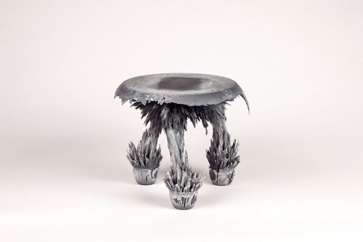 Gravity Stool – Grey: modern  door Jólan van der Wiel, Modern