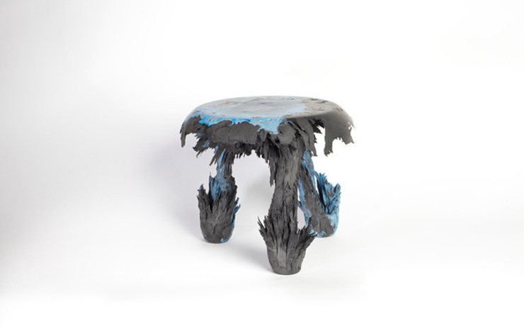 Gravity Stool – Black + Blue: modern  door Jólan van der Wiel, Modern