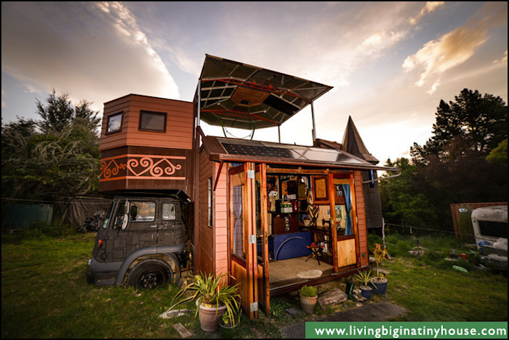 Transforming Castle Truck من Living Big in a Tiny House إنتقائي
