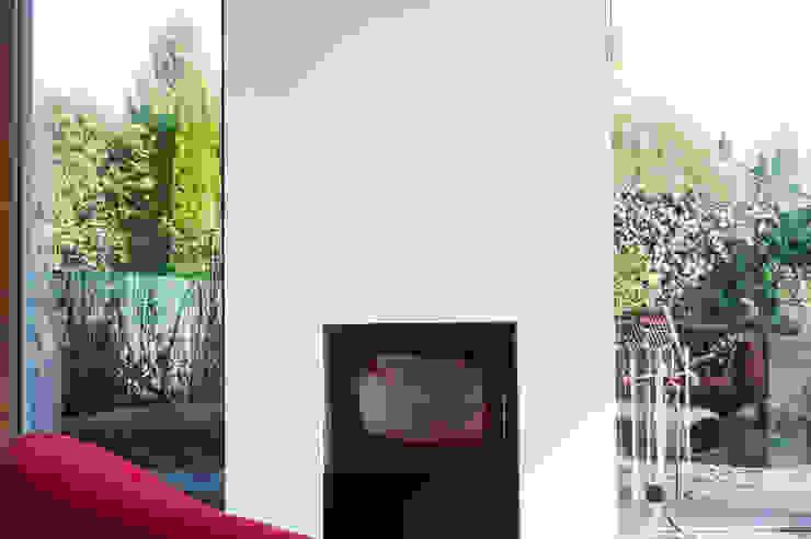 Moderne woonkamers van STEINMETZDEMEYER architectes urbanistes Modern