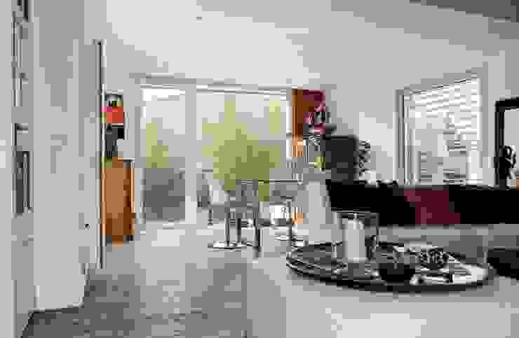 Une boite contemporaine et raffinée Salon moderne par casa architectes Moderne
