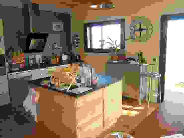 la cuisine Maisons modernes par casa architectes Moderne