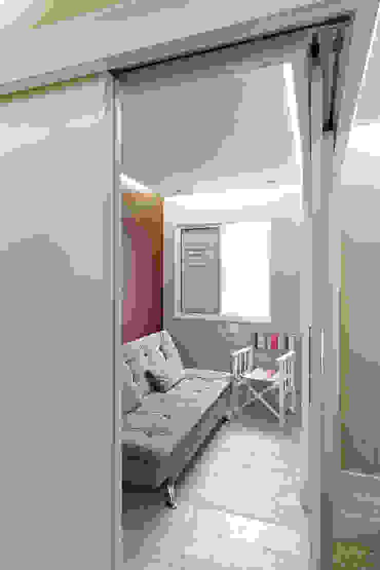 Apartamento Parque Butantã – 50m² Salas de estar minimalistas por Raphael Civille Arquitetura Minimalista