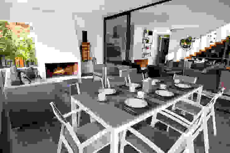 Casa Avandaro Balcones y terrazas modernos de Concepto Taller de Arquitectura Moderno