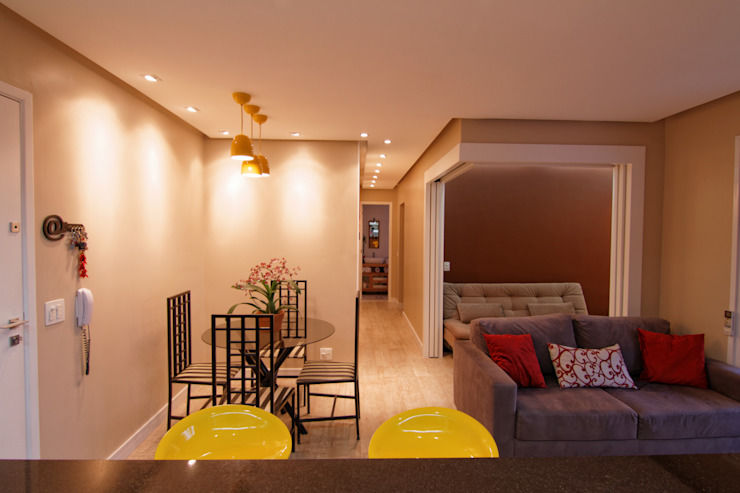 Minimalist dining room by Raphael Civille Arquitetura Minimalist