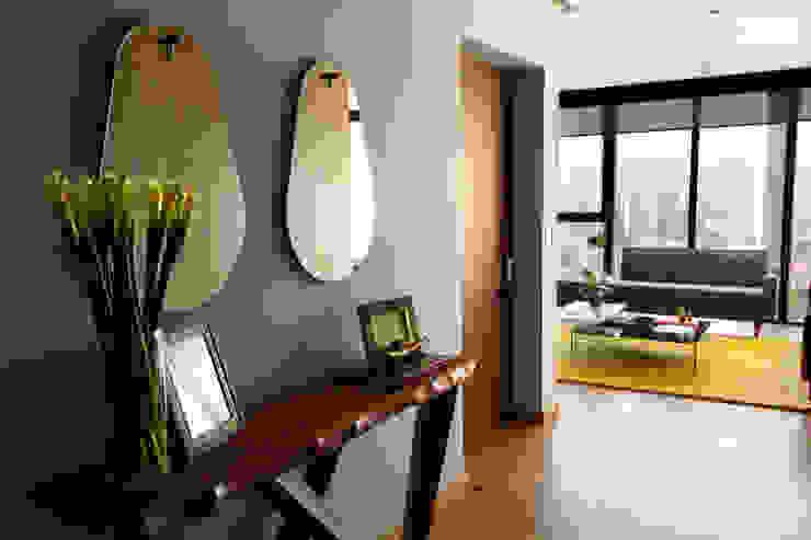 Modern corridor, hallway & stairs by Concepto Taller de Arquitectura Modern