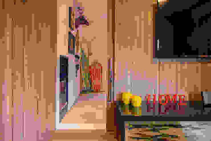 Sala multimediale in stile tropicale di Marcos Contrera Arquitetura & Interiores Tropicale