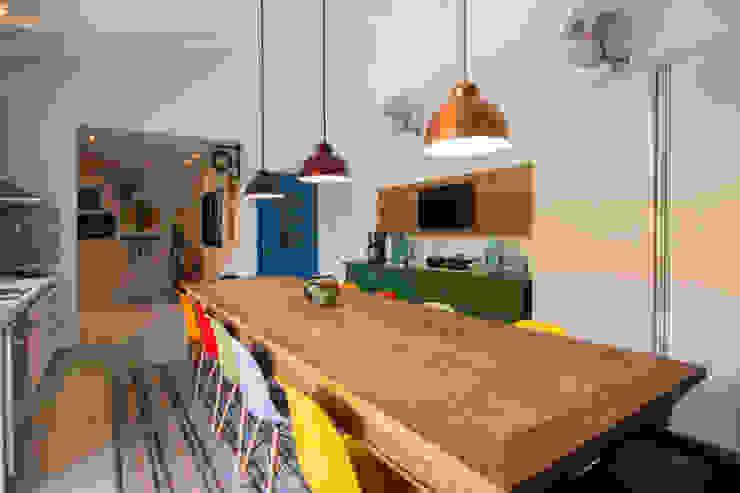 Kitchen by Marcos Contrera Arquitetura & Interiores,