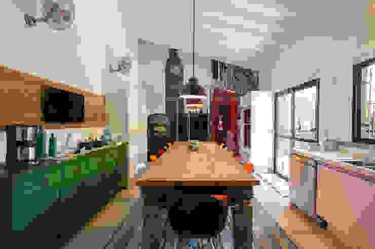 Cucina in stile rustico di Marcos Contrera Arquitetura & Interiores Rustico