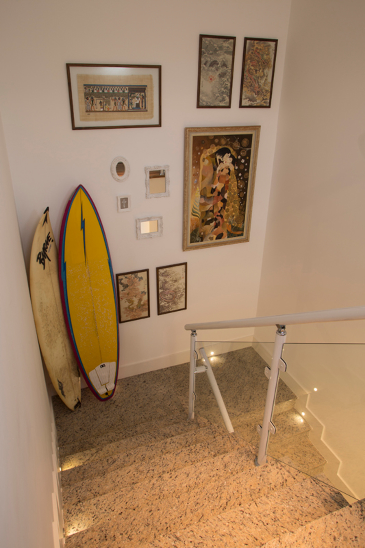 Marcos Contrera Arquitetura & Interiores Pasillos, halls y escaleras tropicales