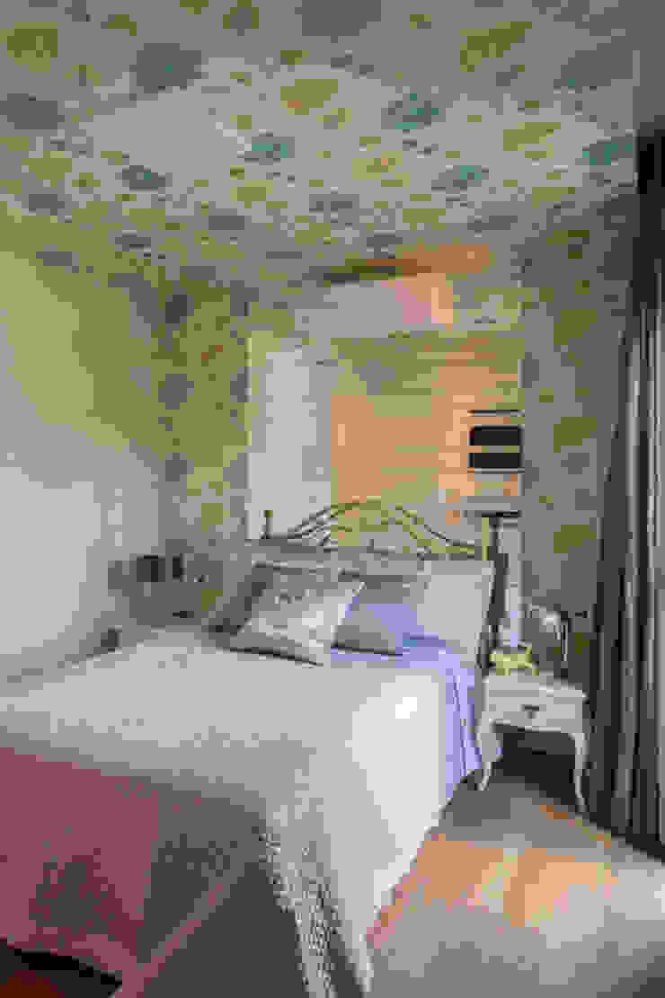 Camera da letto in stile tropicale di Marcos Contrera Arquitetura & Interiores Tropicale
