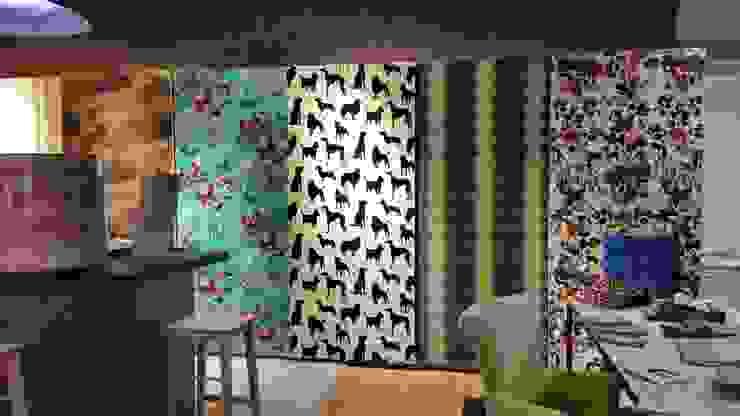 Papeles Exposición en Tienda Paredes y suelos de estilo moderno de El Mundo del Papel Pintado Moderno