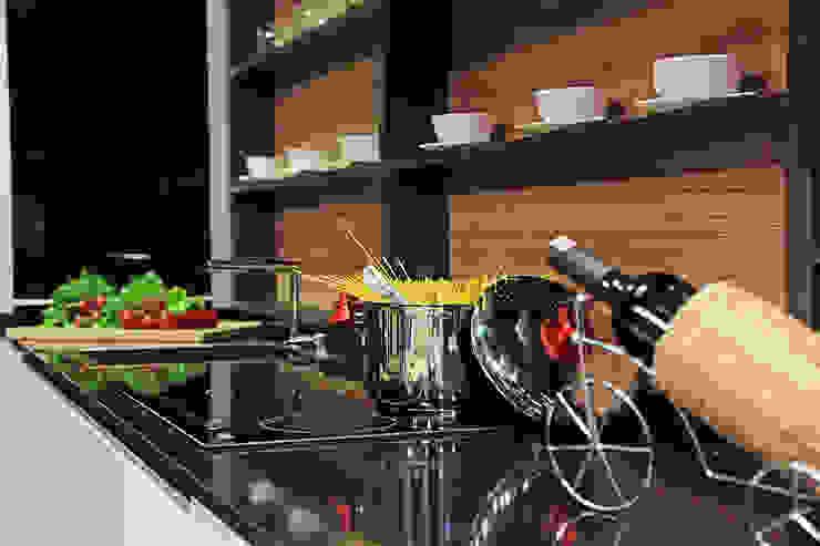 Ada Ahşap Cucina moderna