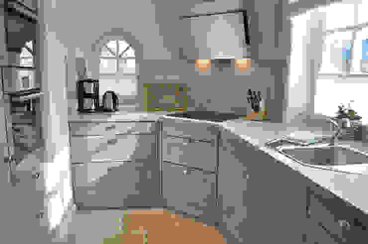 Nhà bếp by SALLIER WOHNEN SYLT