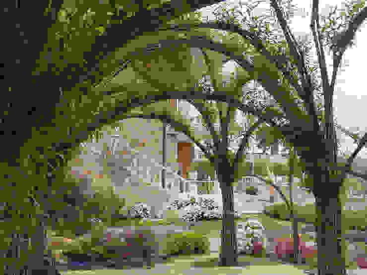 Garden  by LANDSHAFT