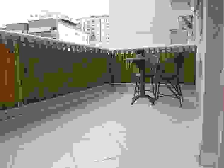 Bambu Rei Eco-Design Balkon, Beranda & Teras Gaya Rustic