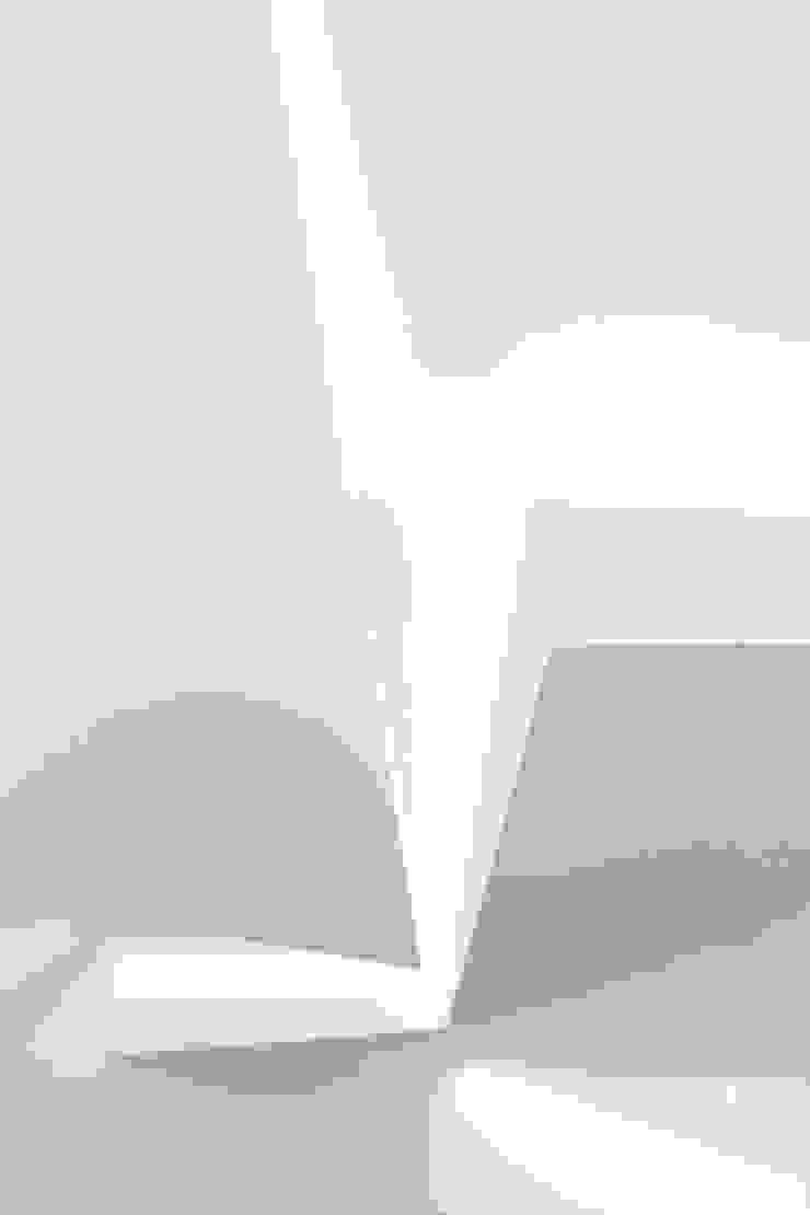 Dictomia do Instável Lojas e Espaços comerciais modernos por Office of Feeling Architecture, Lda Moderno