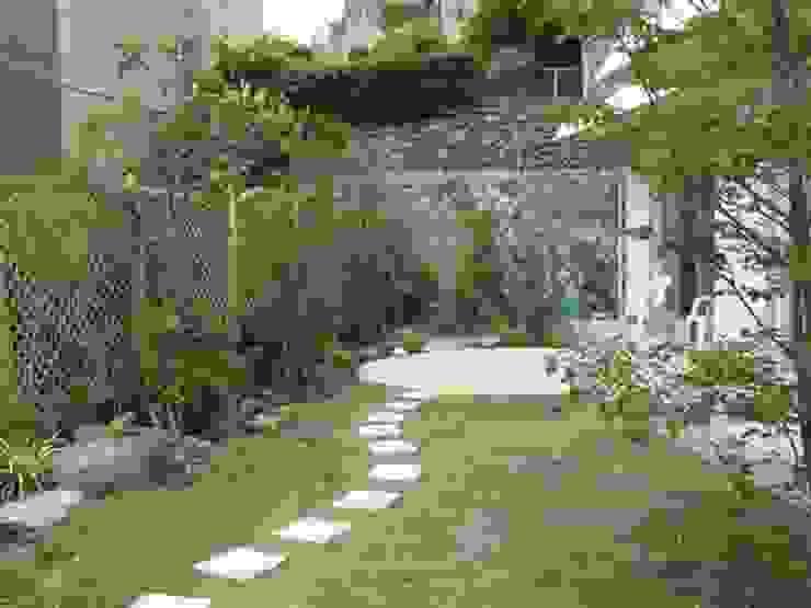 エリアを限定しリフォーム カントリーな 庭 の アーテック・にしかわ/アーテック一級建築士事務所 カントリー