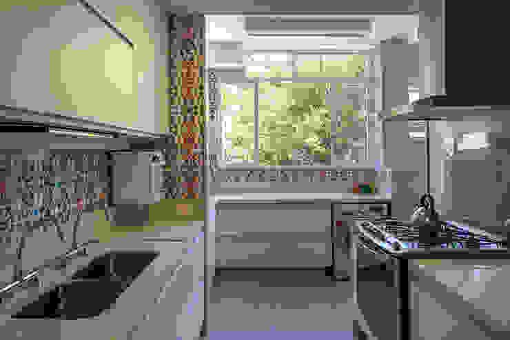 apartamento LAC Cozinhas modernas por Raquel Junqueira Arquitetura Moderno