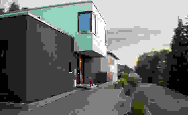 Wohnhaus B-18 Moderne Häuser von ARCHI VIVA Architekten Modern