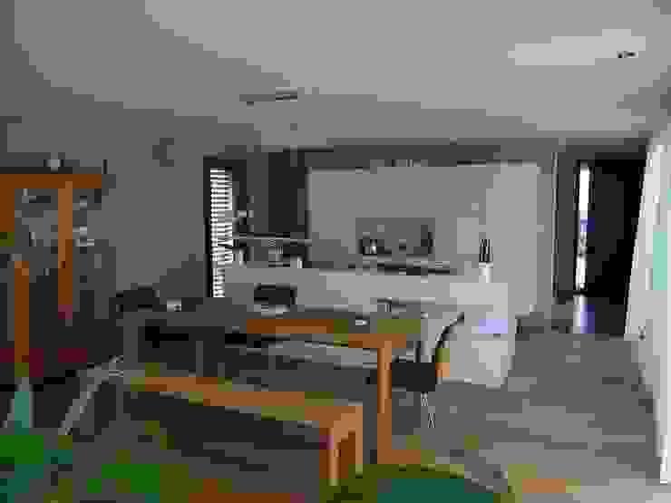 Dining room by Firma, Minimalist